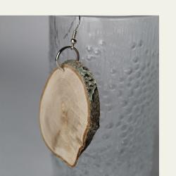 Kotimaisena käsityönä valmistetut puukorvakorut