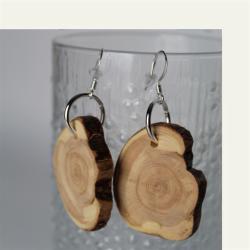 Kotimaisena käsityönä valmistetut kataja puukorvakorut