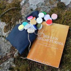 Värikortit, väririimut ja niiden tulkintakirja ovat Saagaway-tuoteperheen ensimmäiset tuotteet.