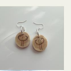 Saagaway™ symbols kataja puukorvakorut on kotimaista käsityötä
