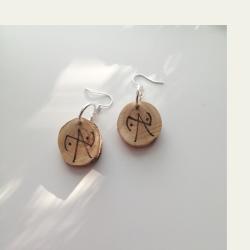 Saagaway™ katja symbols puukorvakorut ovat kotimaista käsityötä
