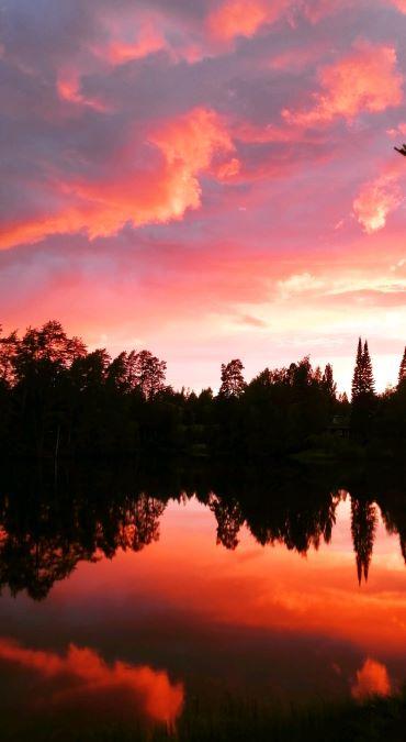 Upea auringonlasku Juupajoella tehtaan rannassa. Oi suloinen Suomen suvi!