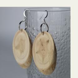 Käsityönä valmistetut kataja puukorvakorut