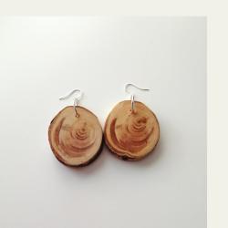 Käsityönä valmistetut kataja puukorvakorut 085