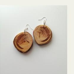 Käsityönä valmistetut kataja puukorvakorut 087